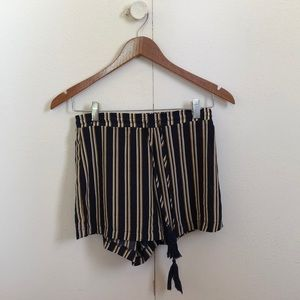 Striped shorts with elastic band